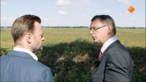 Presentator Teun van de Keuken (L) en Jan Nieboer
